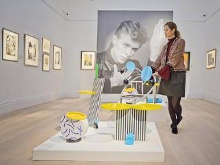 已故歌手大卫·鲍伊艺术藏品首公开
